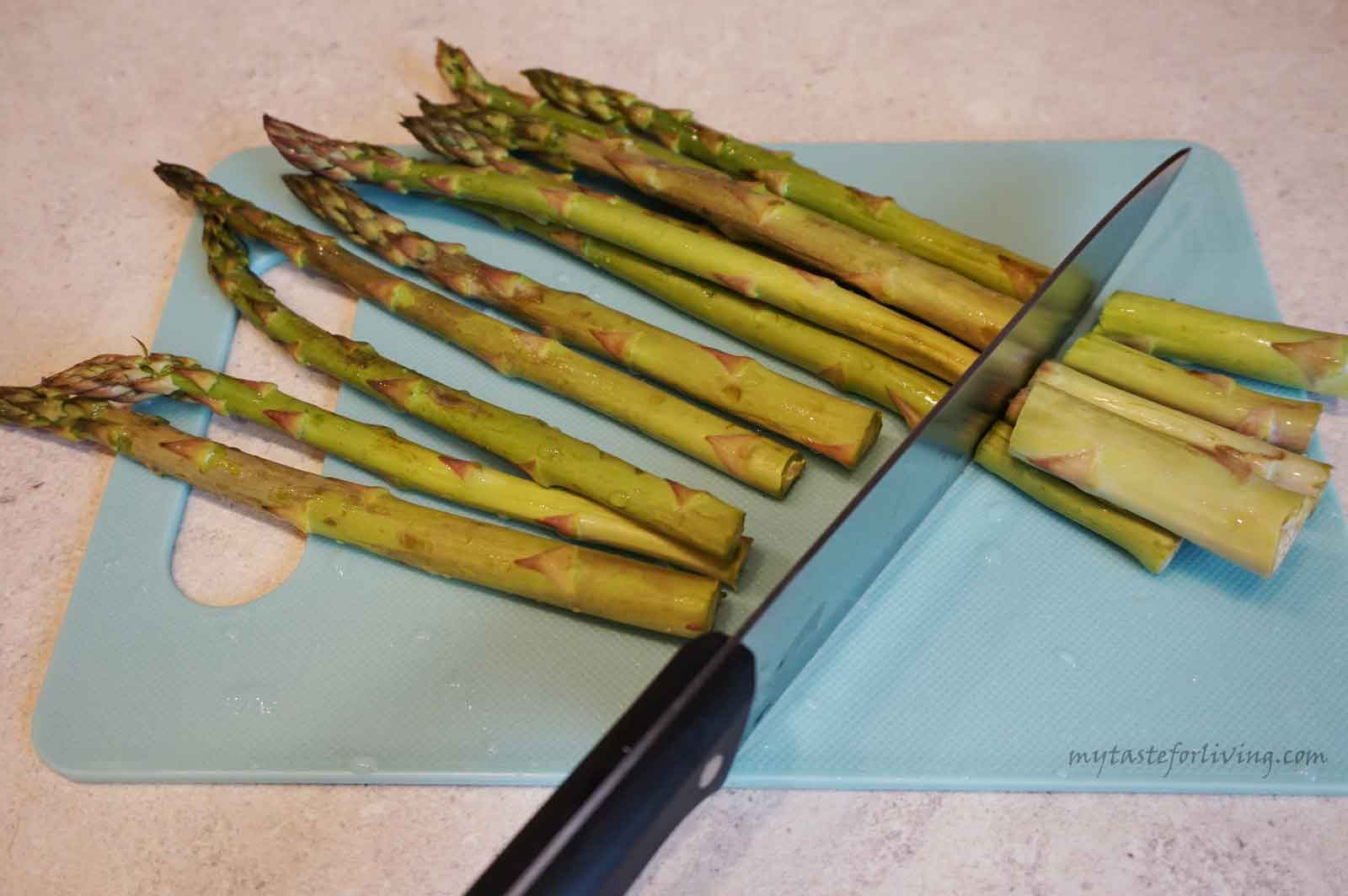 Baking asparagus is super easy and fast! I have been planning to share this recipe with you for a long time. You can serve the roasted asparagus with cherry tomatoes as a main dish or side dish. And if you grate cheese on top of them, you will lick your fingers.