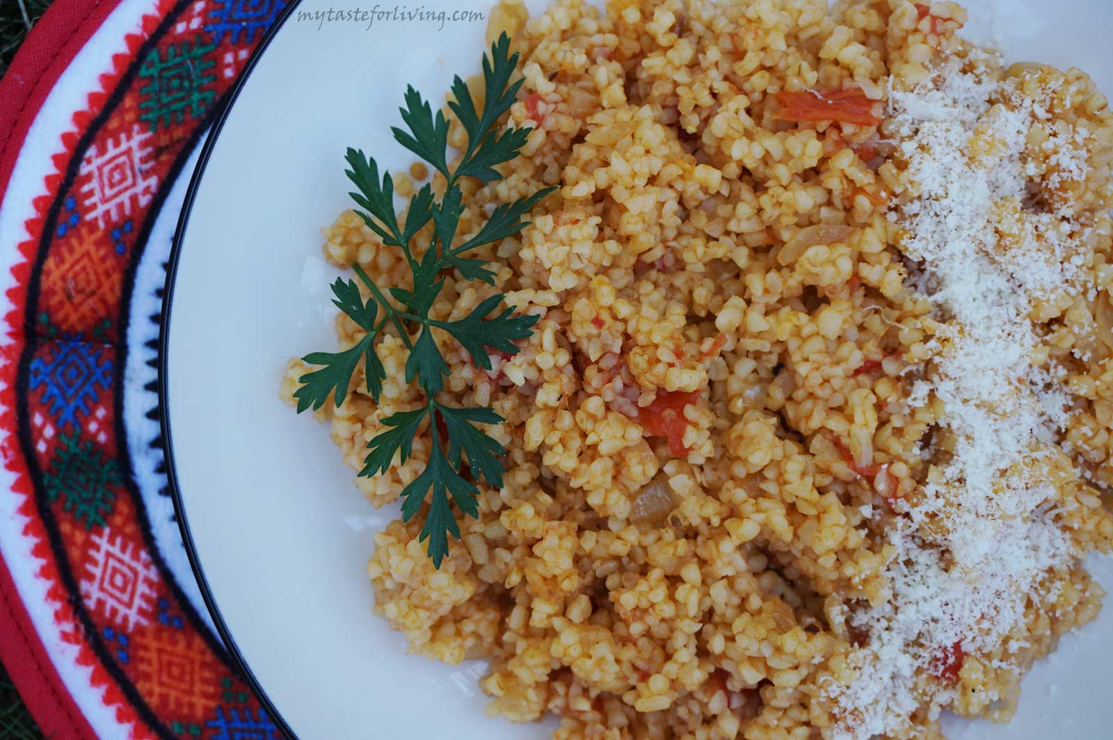 Bulgur with tomatoes and onions - a favorite dish that I often prepare in the summer with fresh tomatoes from the garden.