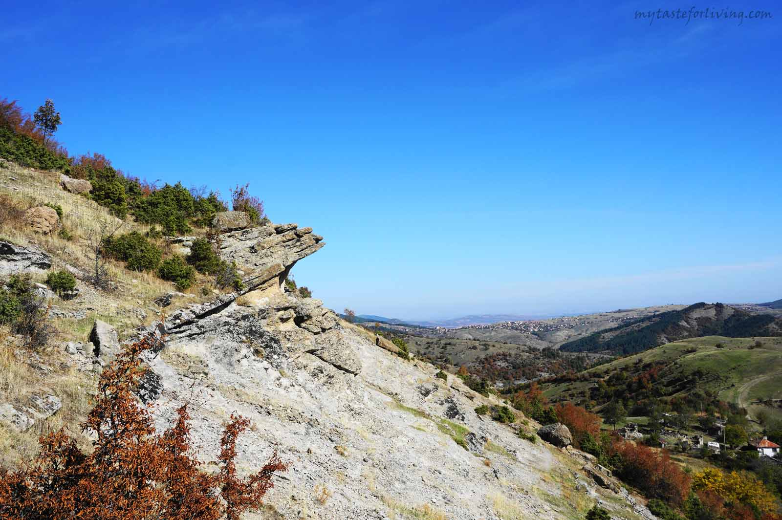 A magical place with an amazing view that will charge you with a lot of positive energy. Among the rock forms you can recognize stone mushrooms, figures of animals, faces and the characteristic for the Eastern Rhodopes trapezoidal rock niches, whose purpose remains a mystery.