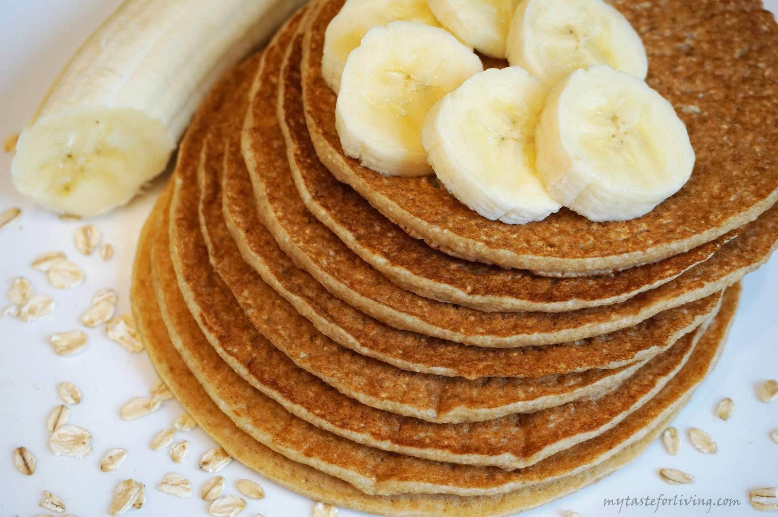 These pancakes are extremely easy to prepare - just put all the ingredients in a blender and your mixture is ready in a minute. You get delicious, appetizing and filling pancakes to start the day with! They are made with banana, non dairy milk and oatmeal and are suitable for vegans.