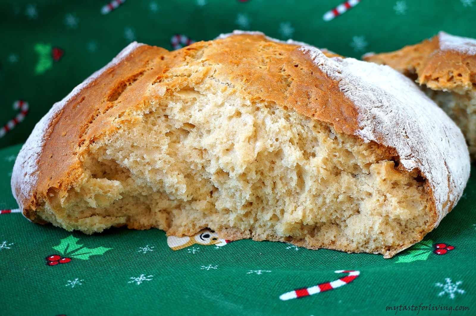The recipe for this soda bread with spelt flour is one of my favorites! In addition to serving it on Christmas Eve, you can prepare it at any time for your loved ones instead of plain bread.