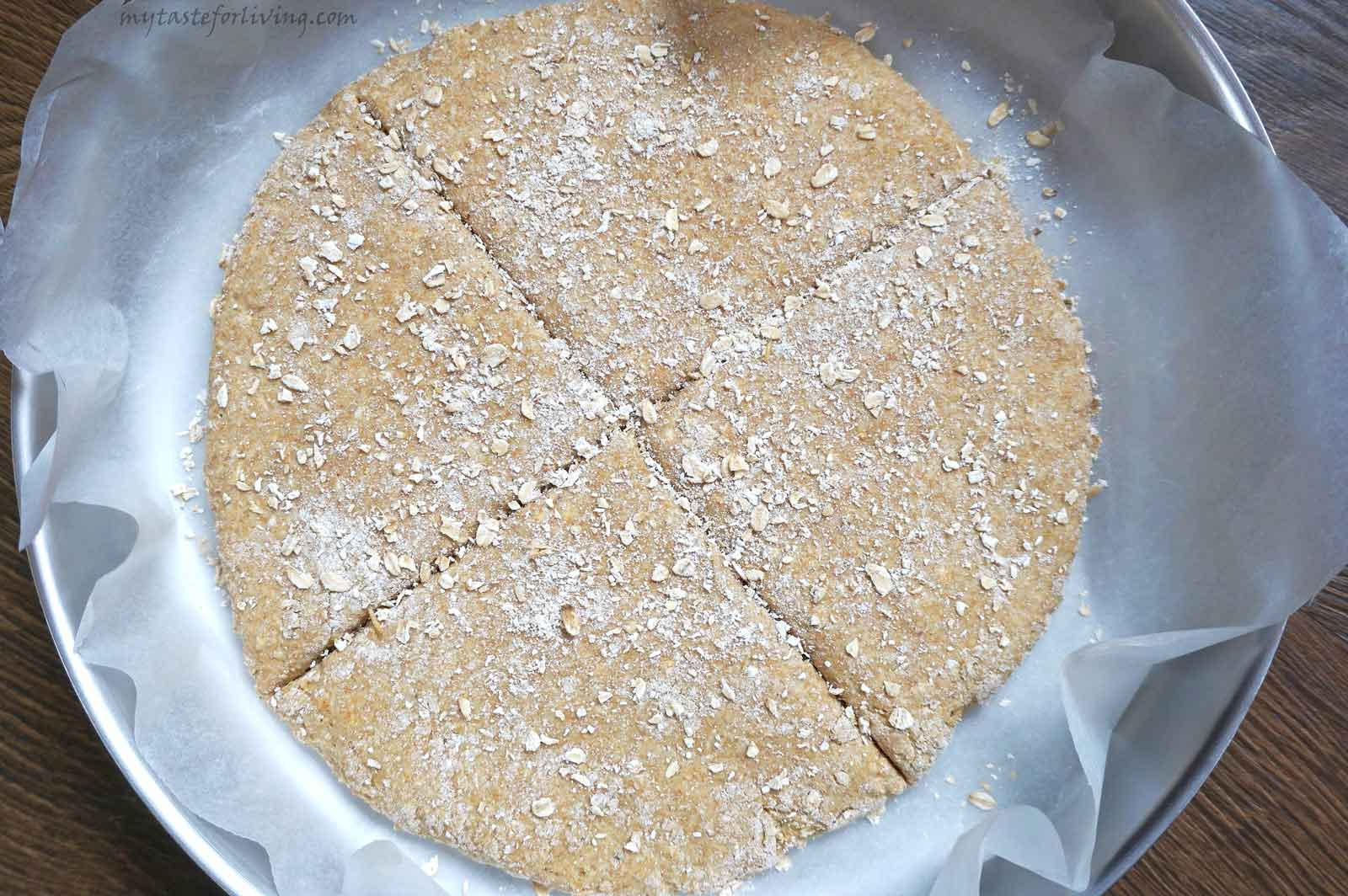 Dairy-free soda bread with einkorn flour and old fashioned rolled oats suitable for your table on Christmas Eve. Why with oats? They make the crust slightly crispy and enhance the aroma and taste that einkorn flour gives.
