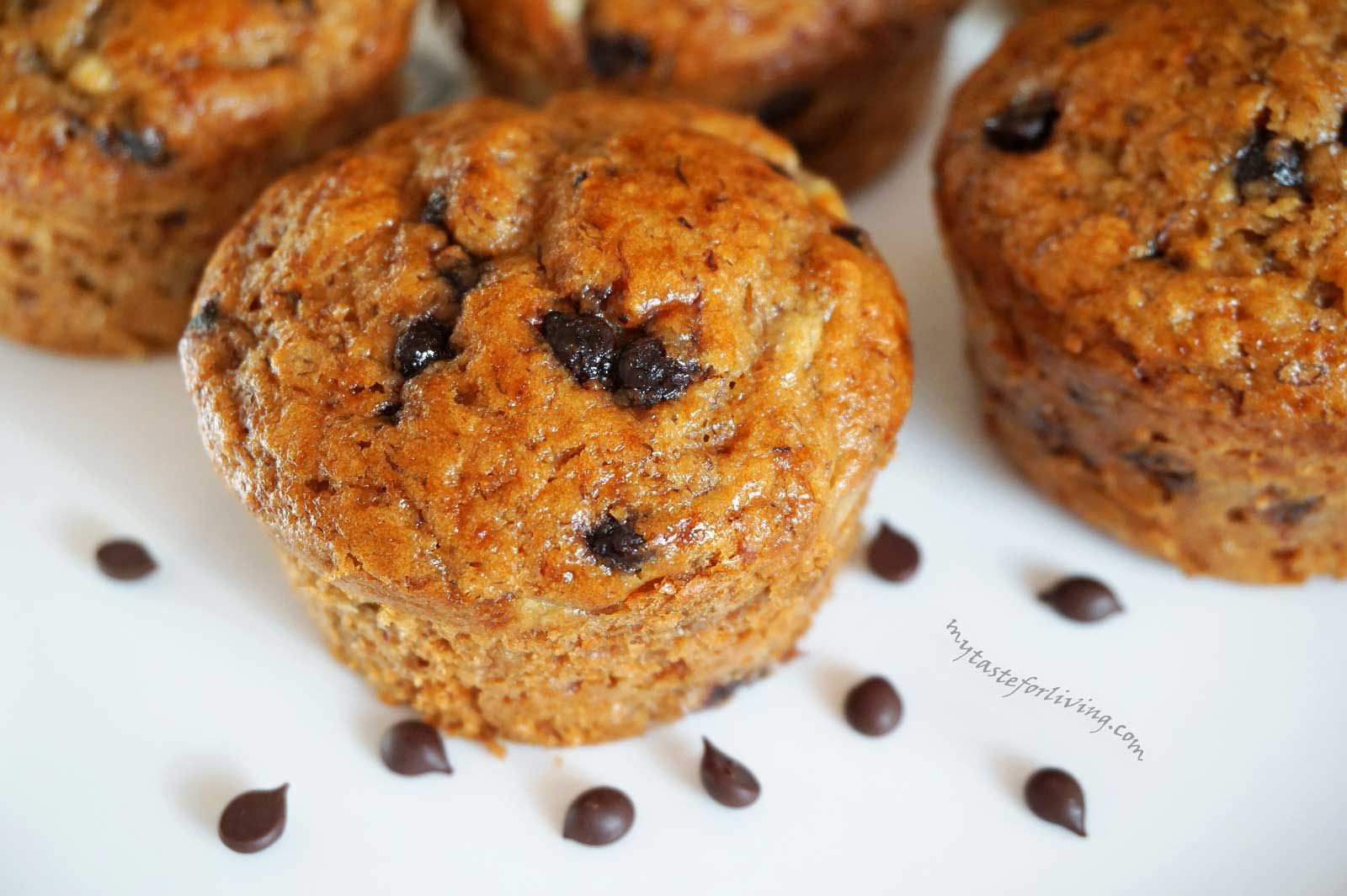 Delicious, healthy muffins made with whole wheat einkorn flour, honey and bananas, without sugar. I make them with chocolate drops or chocolate, but if you want to avoid chocolate, you can just skip it.