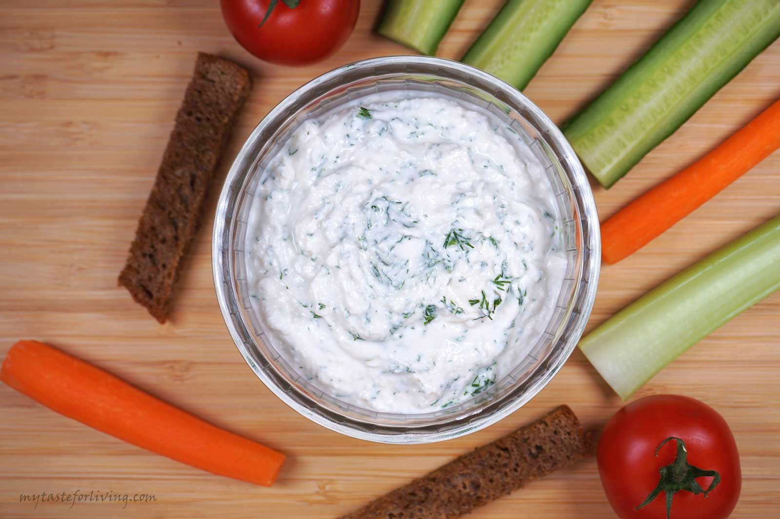 Easy and quick dip prepared with cottage cheese, garlic, dill and a yogurt. You can serve it in many ways - as an addition to a salad, as a dip served with different types of vegetables, crackers, toasted slices or bruschettas spread with it. It is prepared extremely quickly and easily.
