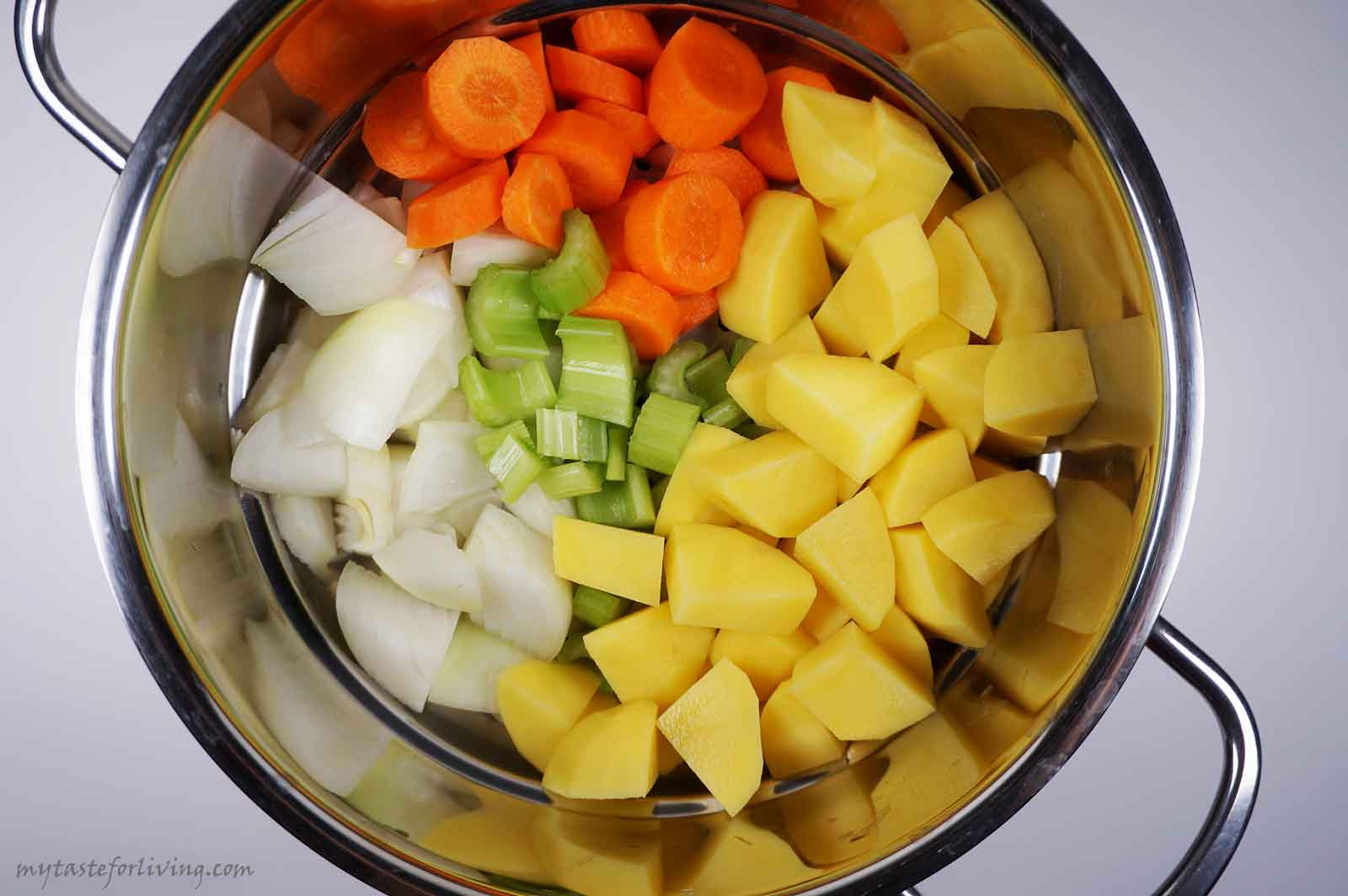 Delicious and fragrant cream soup prepared with roasted garlic and boiled vegetables - onion, potatoes, carrots and celery, suitable for vegans.