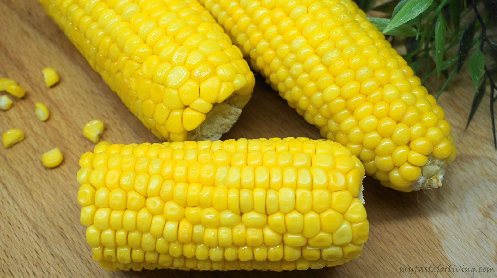 Roasted corn with butter-an easy and delicious option for cooking.