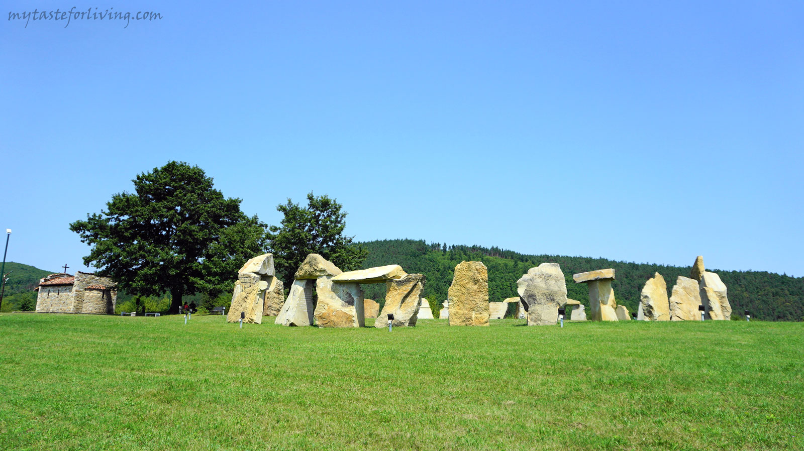 The Rayuvski cromlech and the monument of Valchan Voivoda are located in the village of Rayuvtsi, in the beautiful Elena Balkan, next to the shores of the Yovkovtsi Dam.