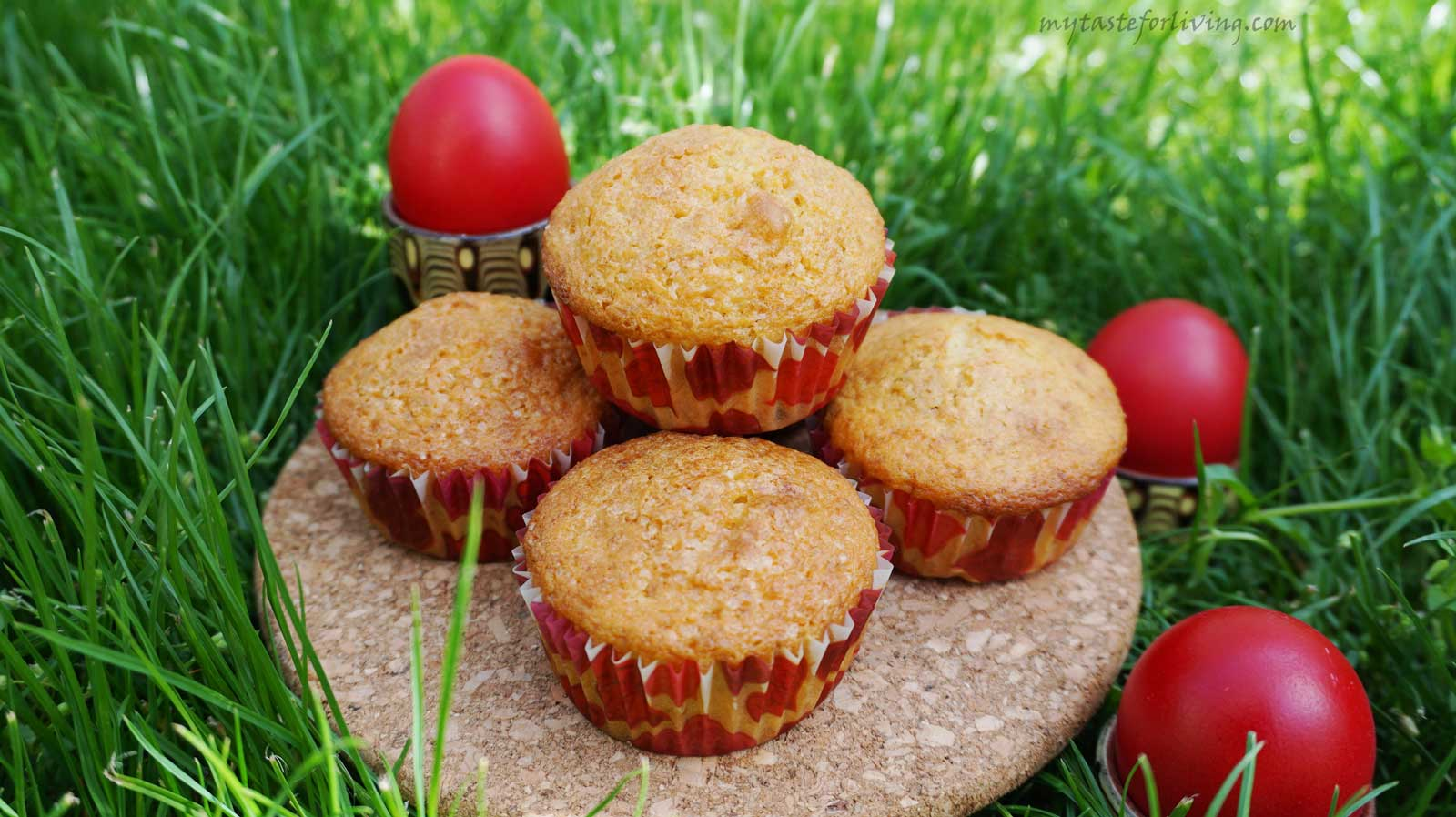Recipe for muffins with raisins, gathered in themselves the aromas of our favorite Easter cake.